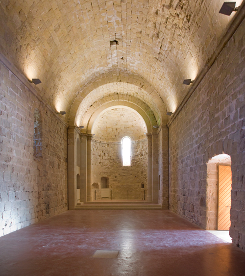 http://www.tinet.cat/portal/uploads/Castell-de-Miravet---Esglesia_20111214102111.jpg