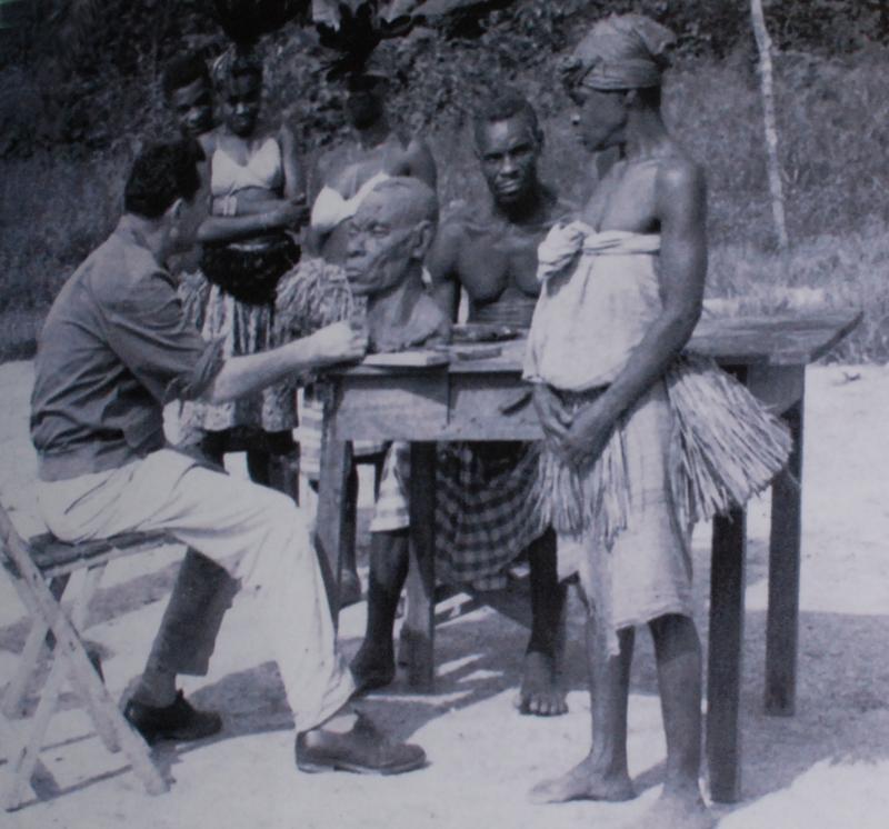 Activitat de taller. Entre els poblats de Mocuu i Ayamiken, província de Litoral, Guinea Equatorial,