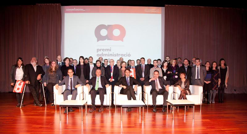 Fotografia dels premiats en la primera edició dels Premis Administració Oberta