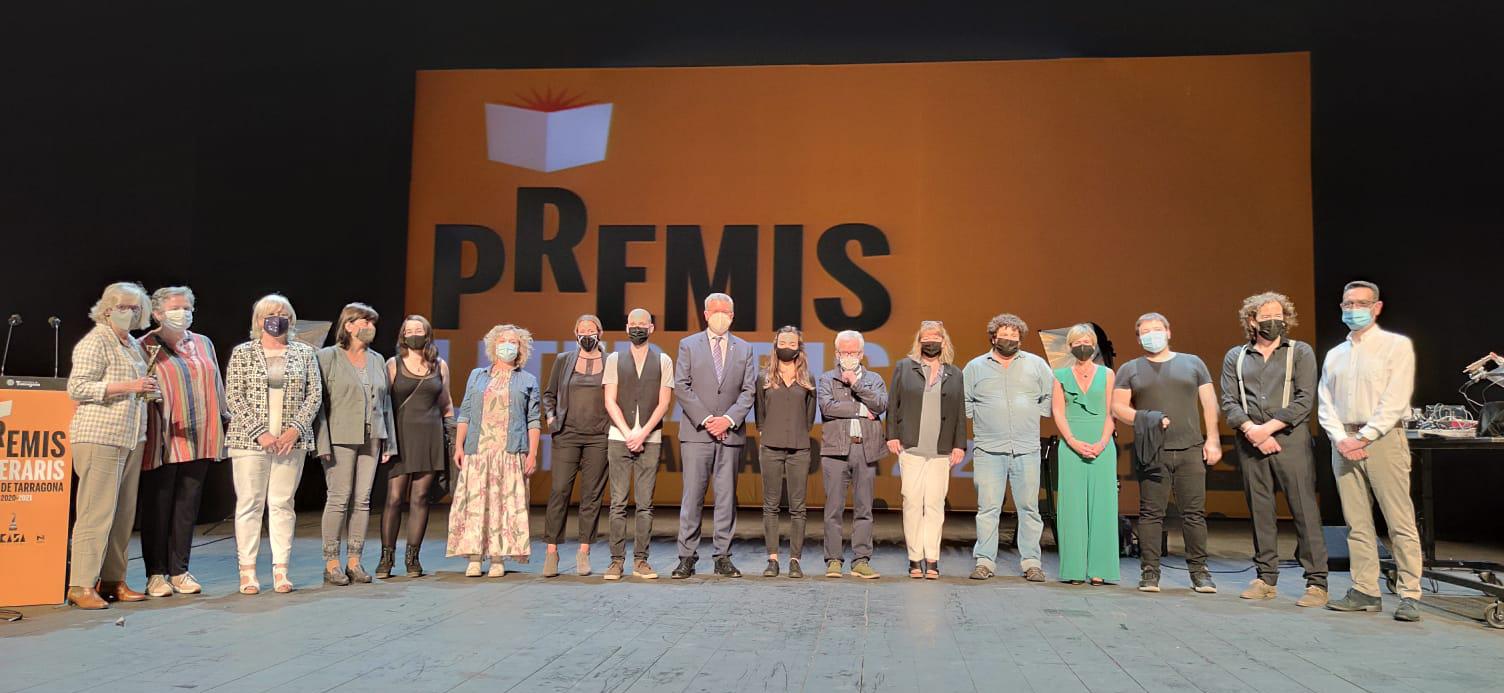 Foto final de la gala de lliurament dels Premis Literaris Ciutat de Tarragona 2020-2021